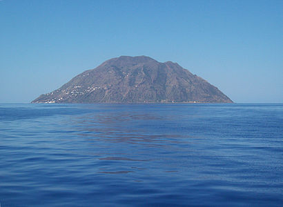 Isola Alicudi by Figiu.jpg