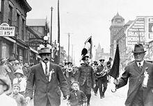 Riservisti italiani residenti a Toronto si presentano per combattere contro gli Imperi centrali al tempo della Grande guerra.