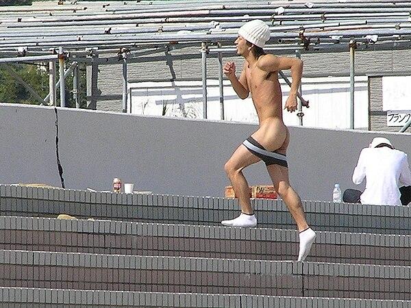 ハーバード 大学 全裸 マラソン