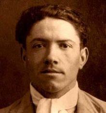 Foto del archivo de cuando Joaquín Penina es fichado por la policía, un día antes de su asesinato.