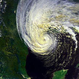 Hurricane Juan (1985) - Image: Juan 28 oct 1985 2034Z N9