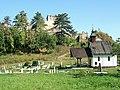Kaplnka a hrad - panoramio.jpg