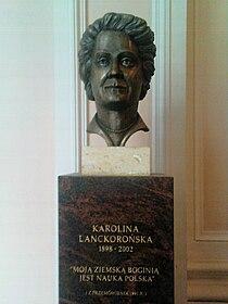 Karolina Lanckorońska - popiersie w hallu gmachu PAU w Krakowie.jpg