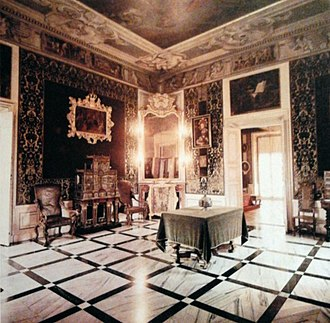 Antechamber - Example of antechamber in a large house or mansion.