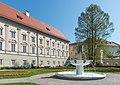 Klagenfurt Landhauspark Brunnen Der Gesang und Landhaus 19042019 6585.jpg