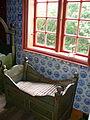 Kommandørgård - Wiege am Fenster.jpg