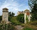 Kompleks opuszczonych zabudowań w Szymanowie - panoramio.jpg