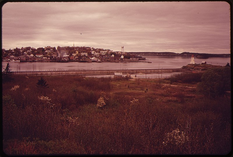 File:LUBEC, LOOKING WEST FROM CAMPOBELLO ISLAND. LUBEC IS THE EASTERNMOST TOWN IN THE CONTINENTAL UNITED STATES - NARA - 550314.jpg