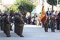La tropa presentando armas al paso de la bandera (15262695480).jpg