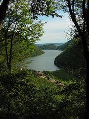 Il lago del Segrino, dove s'immagina ambientata la vicenda del romanzo