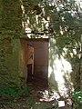 Largnano - porta dell'abside della badia - panoramio.jpg