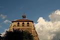 Le clocher de l'église tutoie les nuages.JPG
