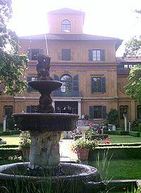 La Lenbachhaus: Jardín y entrada principal
