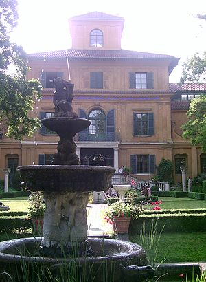 Lenbachhaus fountain-evening.jpg