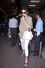 Liz Hurley snapped at the airport (4).jpg