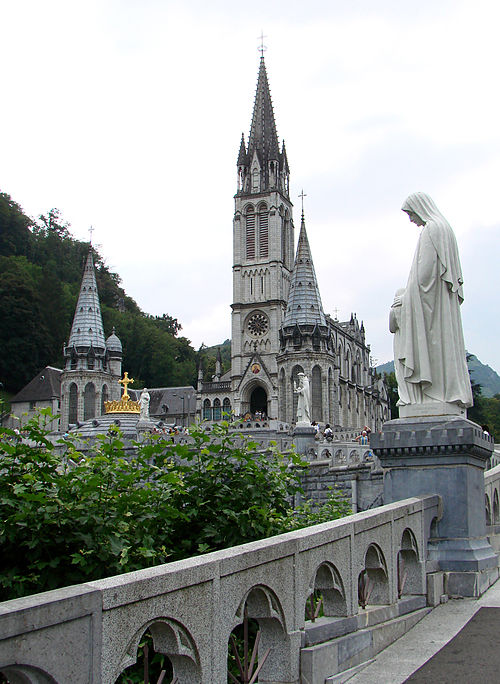 The Basilica of the Immaculate Conception, commonly known as the Upper Basilica, Lourdes. Lourdes ND Rosaire 03.jpg
