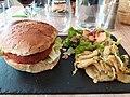 Lyon 6e - Restaurant La Tablature, burger VG au quinoa accompagné de panais.jpg