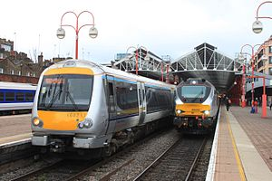 Chiltern Railways - Image: Marylebone Chiltern 168217 and DRS 68010