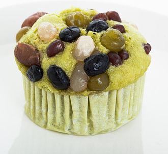 Adzuki bean - Image: Matcha muffin with sweetened azuki beans
