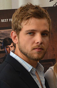 Max Thieriot (cropped).jpg