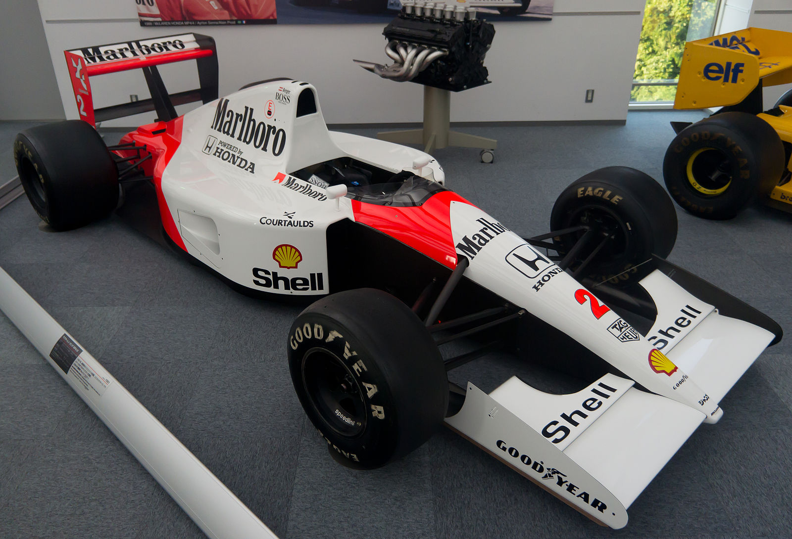 1600px-McLaren_MP4-6_and_Honda_RA121E_en