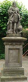 Standbeeld voor Karel van Birmeu