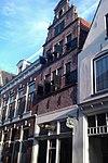 foto van Huis met in jaartalsteen 1649 gedateerde topgevel met grote treden