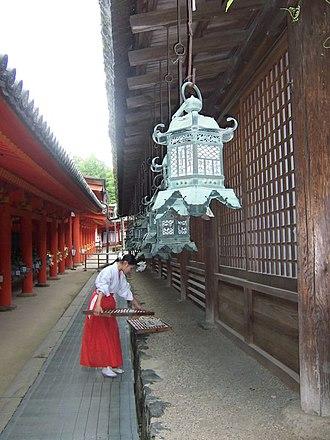 Glossary of Shinto - Image: Miko at Kasuga Taisha