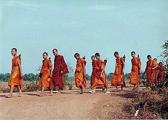 Saffron (color) - Buddhist monks in the Theravada tradition