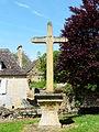 Monsac croix devant église.jpg