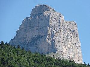 Mont Aiguille - Image: Mont Aiguille avec arche vu du Pas de l'Aiguille