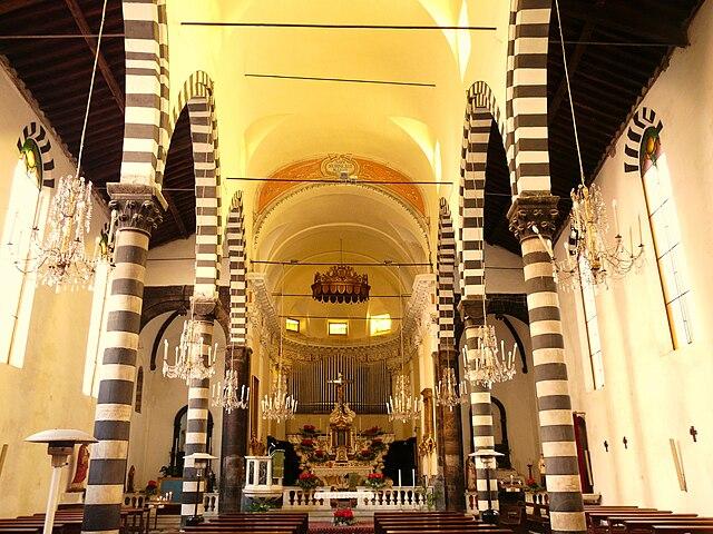 file monterosso al mare-chiesa san giovanni battista-navata centrale1 jpg