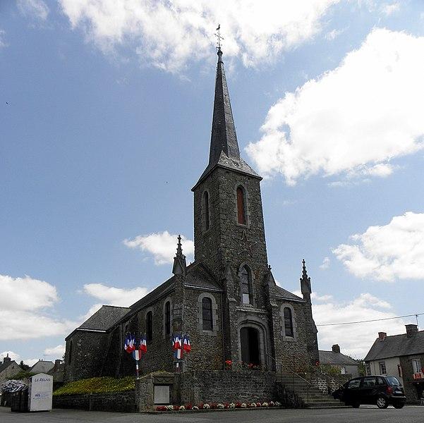 Église Saint-Martin de Montreuil, commune de Montreuil-Poulay (53). Façade occidentale et flanc nord.