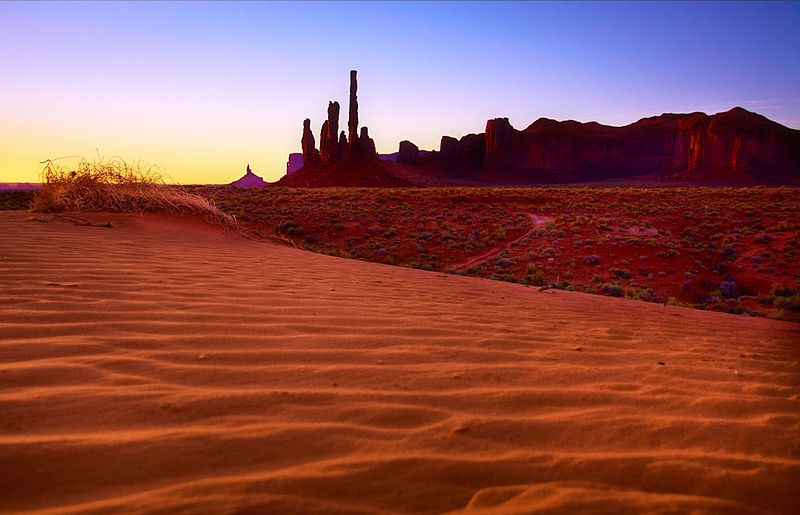 File:Monument Valley at sunrise-2.jpg