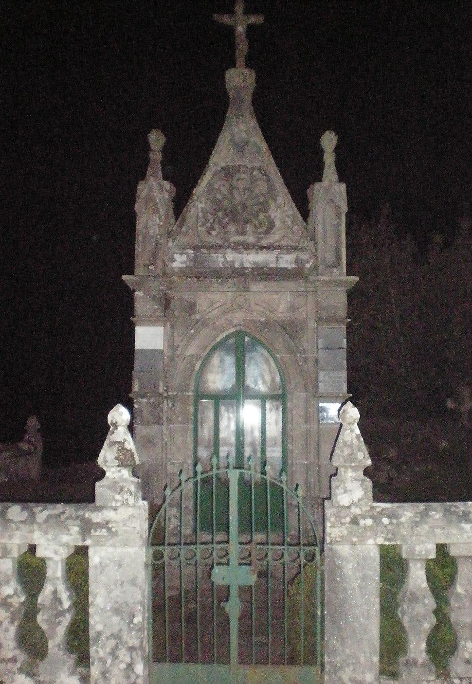 Monumento no cemiterio da Estrada, Galicia (Spain)