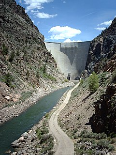 Arch dam solid dam made of concrete that is curved upstream in plan