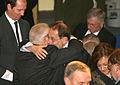 Msc 2009-Sunday, 8.30 - 11.00 Uhr-Dett 023 Umarmung Kissinger Solana.jpg