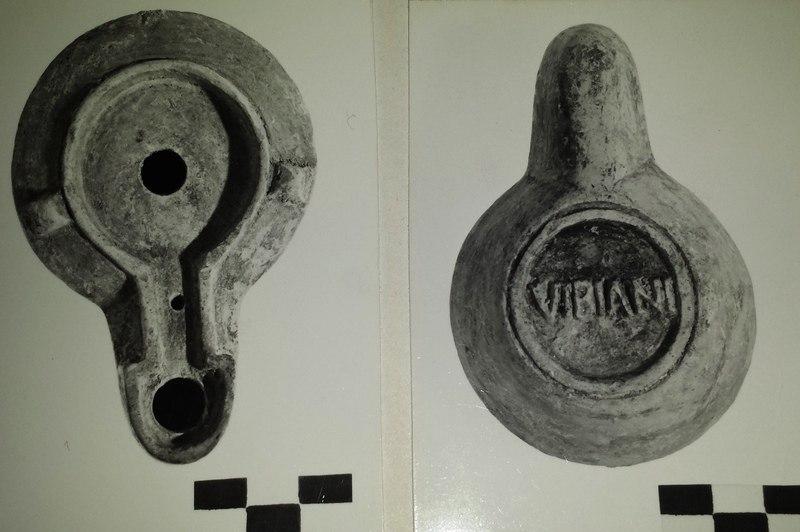 Museo Bellini - 03-00018300-378 - Lucerna romana - Black and white