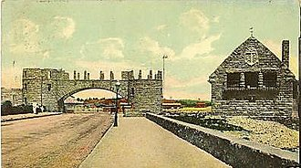 The Towers (Narragansett, Rhode Island) - Image: Narragansett Towers Casino ruins and lifeguard station