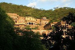 Neemrana Fortress, Alwar district.jpg