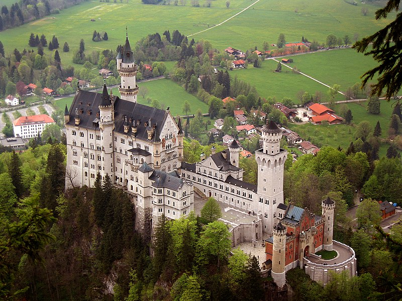 File:Neuschwanstein castle.jpg