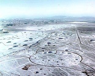 Alcuni crateri lasciati in un poligono di esplosioni sotterranee nucleari del Nevada.