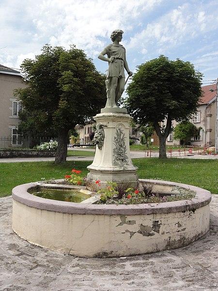 Nonhigny (M-et-M) fontaine avec statue