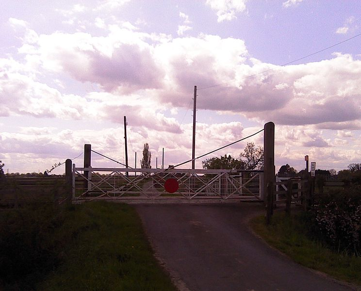 File:North Gate Level Crossing (Gosberton).jpg