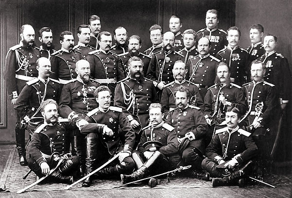 https://upload.wikimedia.org/wikipedia/commons/thumb/3/37/Officers_and_non-commissioned_officers_of_the_Finnish_Guard%2C_1878.jpg/600px-Officers_and_non-commissioned_officers_of_the_Finnish_Guard%2C_1878.jpg