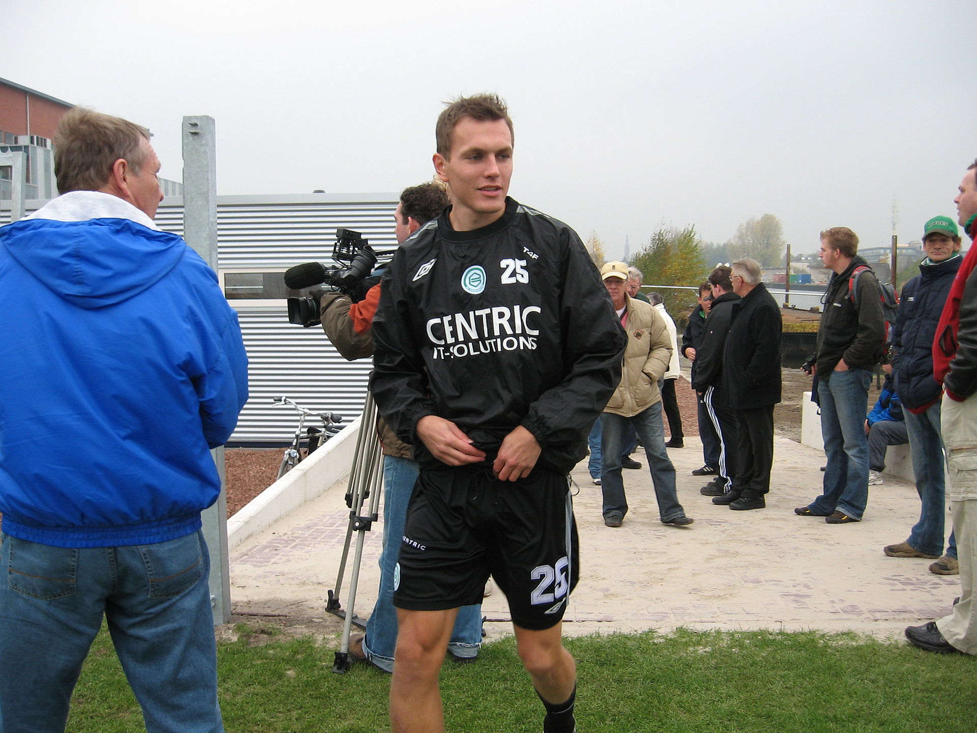 slovan senior personals A collection of facts like salary,net worth,married,affair,dating,children  slovan bratislava in 2011, lukas pauschek was  at both senior and .