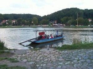 File:Přívoz Roztoky - Klecánky 2014-09-07.ogv