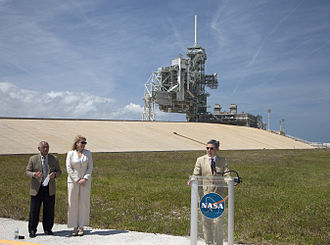SpaceX launch facilities - Robert D. Cabana, director of KSC, announces the signing of the LC-39A lease agreement on April 14, 2014.