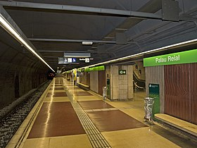 Palau Reial station northbound platform.jpg