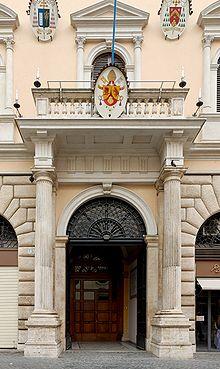Entrata del palazzo dell'Accademia Ecclesiastica, piazza della Minerva, Roma